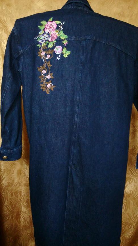 Джинсовое пальто с вышивкой на спине