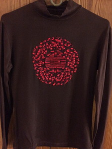 Украшение вышивкой. Гольф с вышитым старославянским символом