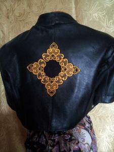 Украшение вышивкой. Кожаный пиджак (спинка) с вышивкой