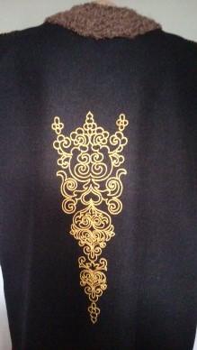 Украшение вышивкой. Жилет с авторским орнаментом на спине