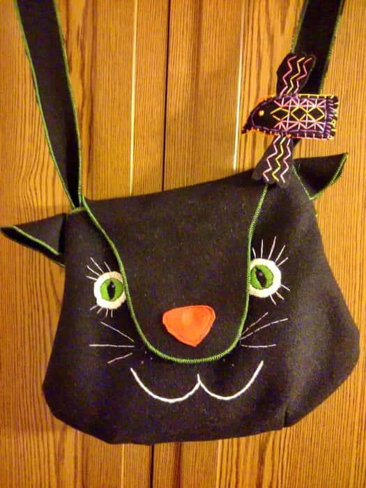 Фетровая сумка ручной работы. Декор. Ручная вышивка