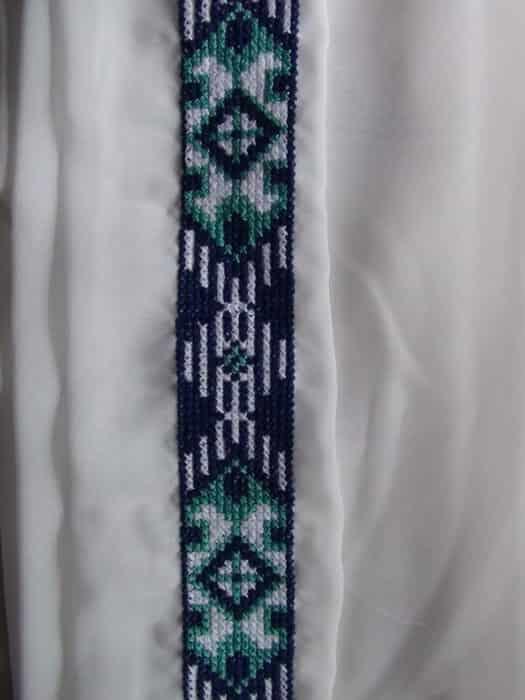 Комбинезон с капюшоном. Элемент вышивки на пояс