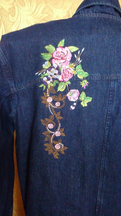 Букет роз на спине пальто
