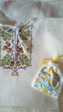 Крестильный набор для мальчика. Сорочка и мешочек для локона.