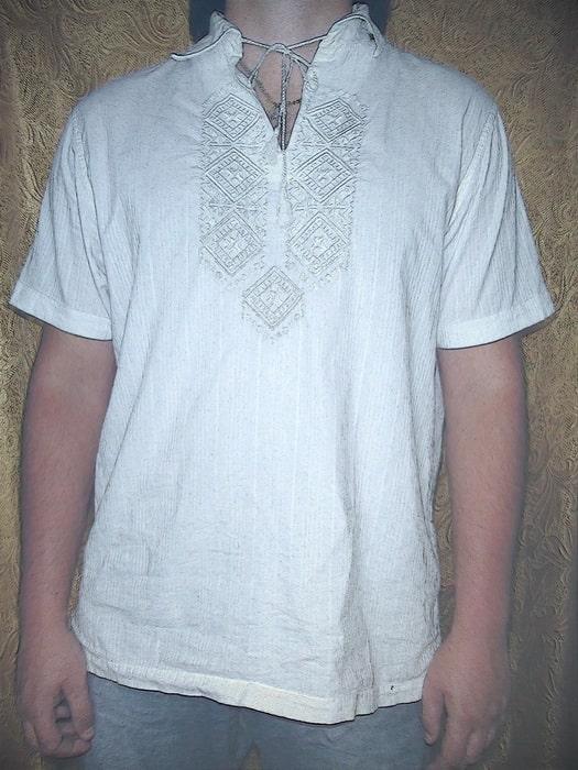 Сорочка мужская, вышитая белым по белому в традиционном полтавском стиле
