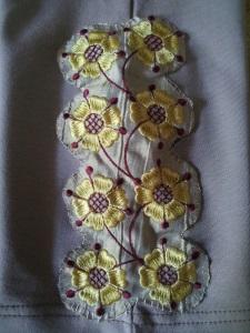 Украшение вышивкой. Элемент вышивки на леггинсы