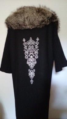 Украшение вышивкой. Пальто с авторским орнаментом на спине