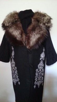 Украшение вышивкой. Пальто с авторским орнаментом