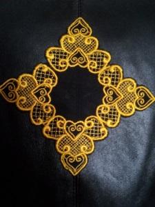 Украшение вышивкой. Растительный орнамент с на пиджак