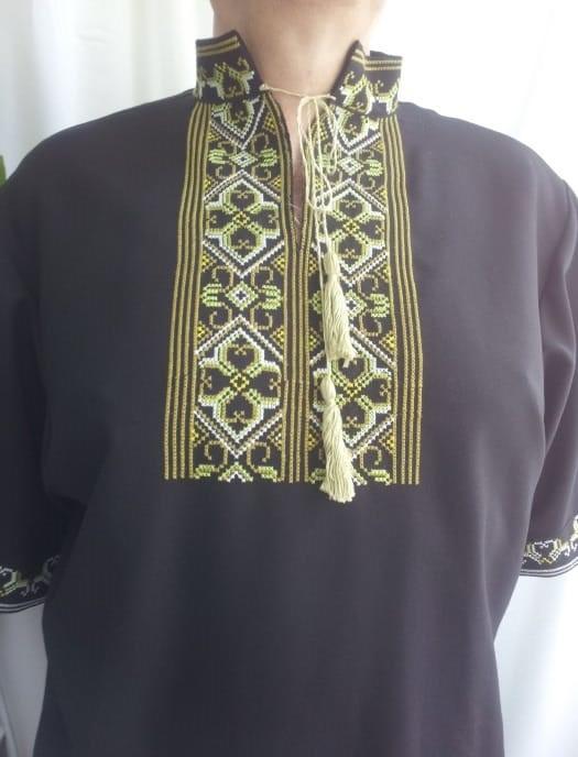 Вышиванка старославянская с оберегом, короткий рукав, вышитая на чёрном габардине, вышивка крестиком