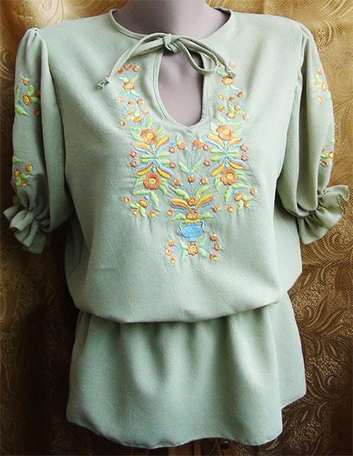 Блуза льняная салатового цвета ''Петрикивка''