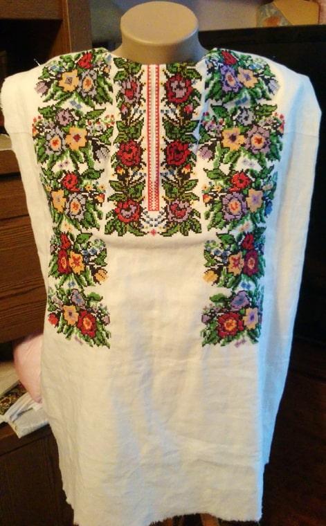 Деталь борщивской сорочки женской (перед)