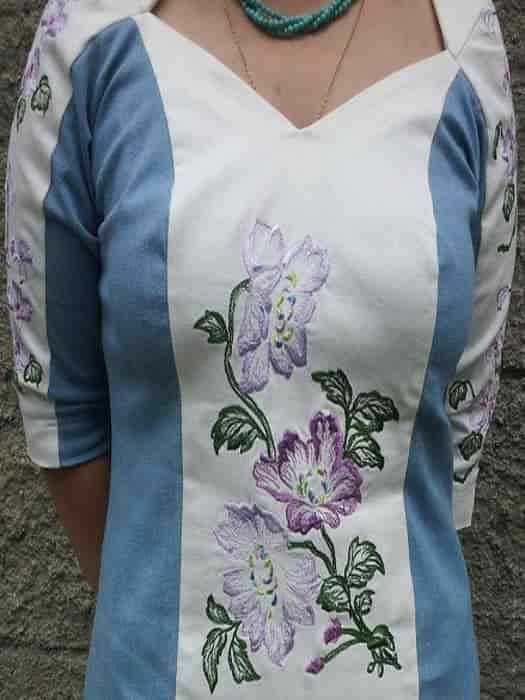 Джинсовое платье с вышивкой (перед)