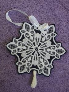 Игрушка Новогодняя вышитая. ''Снежинка с вензелями''