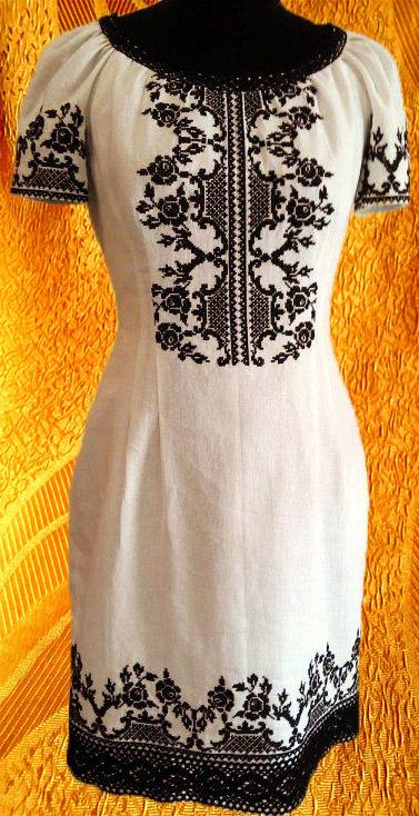 Платье черно-белое с коротким рукавом