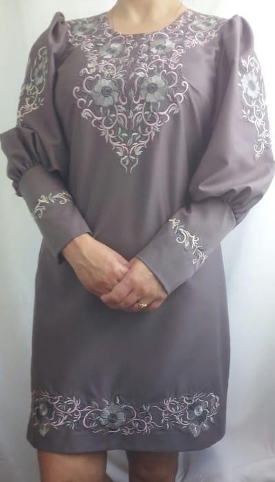 Платье с растительным орнаментом