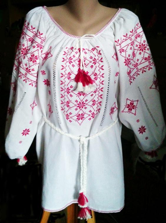 Сорочка ''Созвездие'' с вышивкой на белом льне